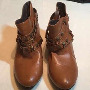 """Bamboo """"Link-33"""" brown ankle boots size 9"""